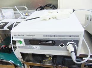 オリンパス社製のソノサージは、様々な手術に活用でき、無血手術を短時間で行ったり、糸を使わない手術も可能です。